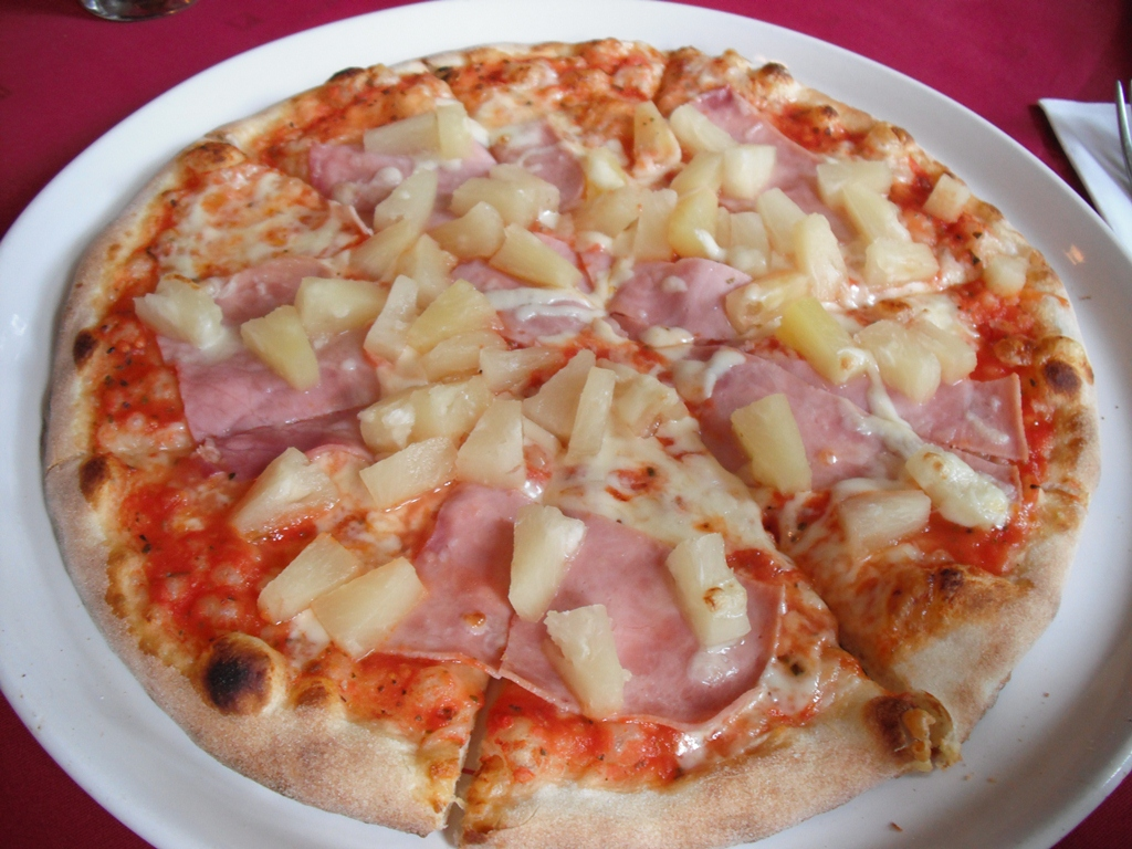 pizza hawa enne au jambon ananas et sauce tomate recette pizza. Black Bedroom Furniture Sets. Home Design Ideas