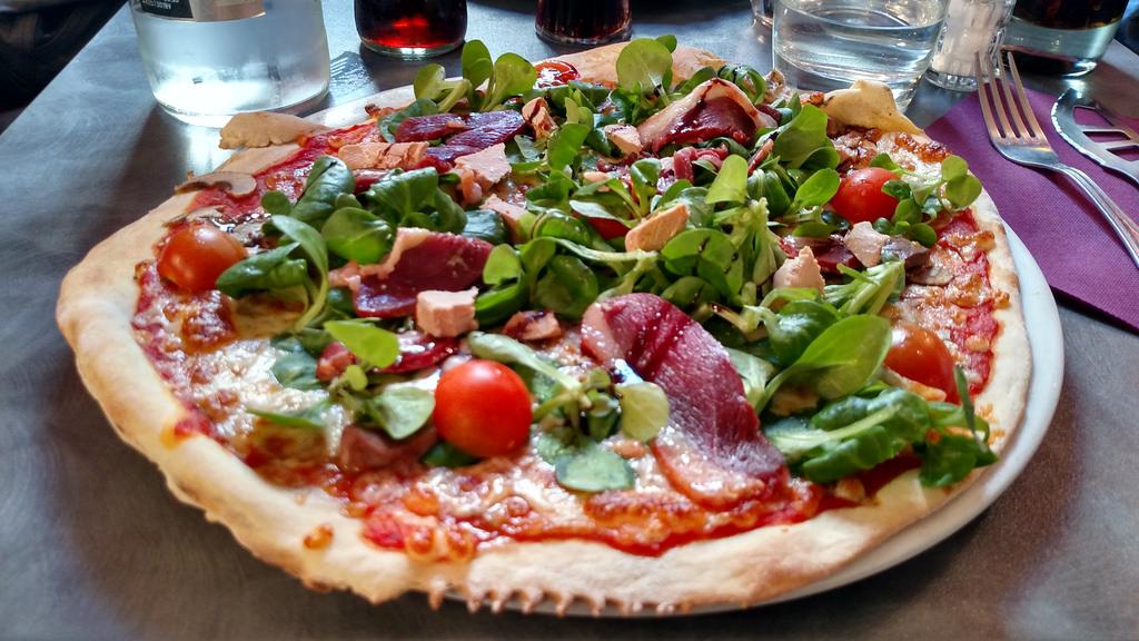 pizza au canard ou pizza landaise recette pizza. Black Bedroom Furniture Sets. Home Design Ideas