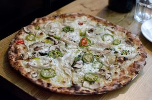 Pizza aux olives vertes