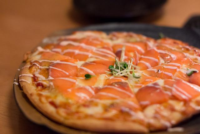 pizza au saumon recette pizza. Black Bedroom Furniture Sets. Home Design Ideas
