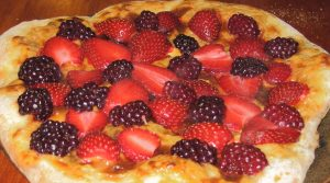 Pizza aux fruits et au chocolat